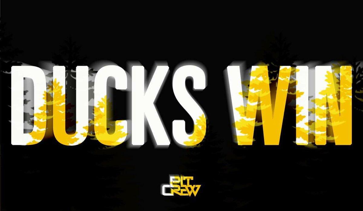 WE'RE GOING TO THE #Elite8! DUCKS BEAT THE BLUE DEVILS, 82-68! #GoDucks https://t.co/7tOlQlxEdu