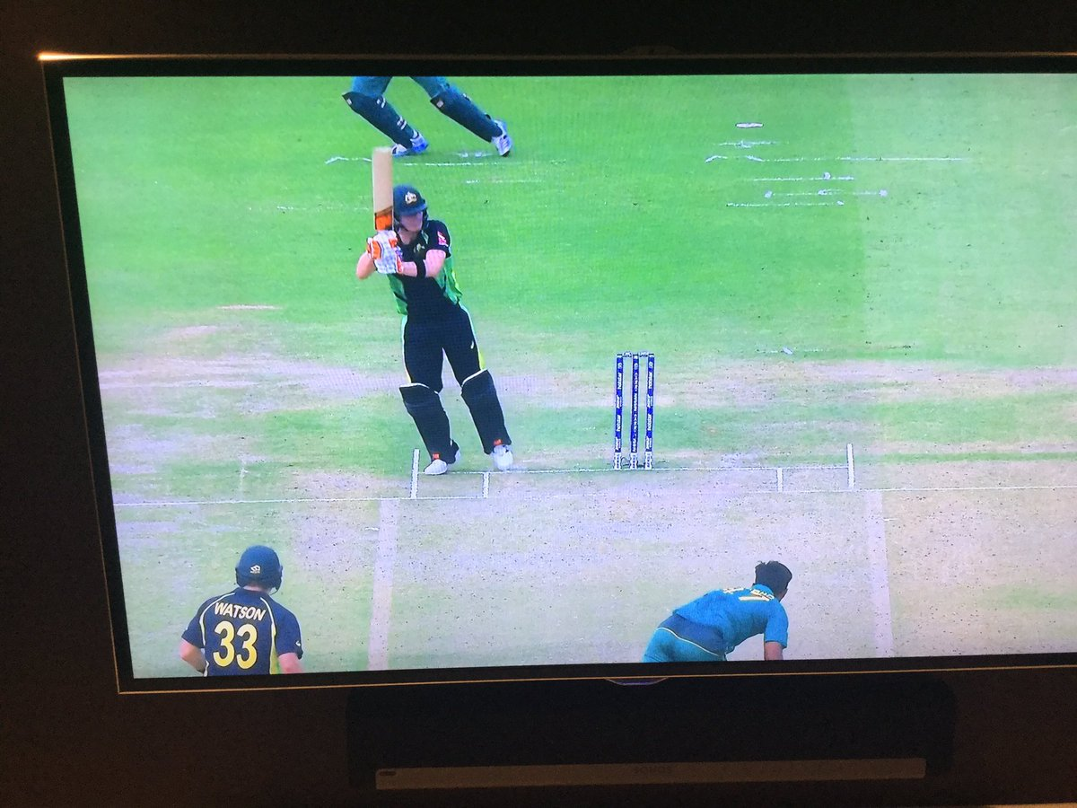 Smithy taking lbws out of the equation #SmartBatting #AUSvPAK https://t.co/oqcRrDE1ts