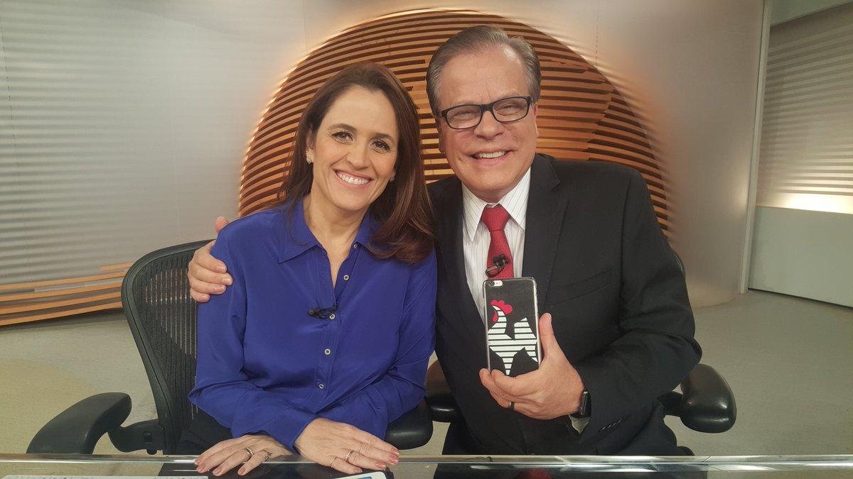 Graças a Deus é sexta-feira! O #BomDiaBrasil está no ar! https://t.co/uYZLqq4TKm