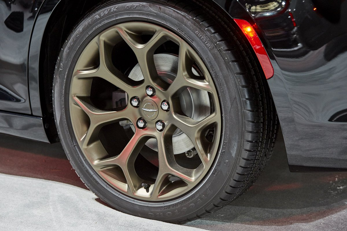 Chrysler On Twitter Come Check Out The 2017 Chrysler 300s Alloy