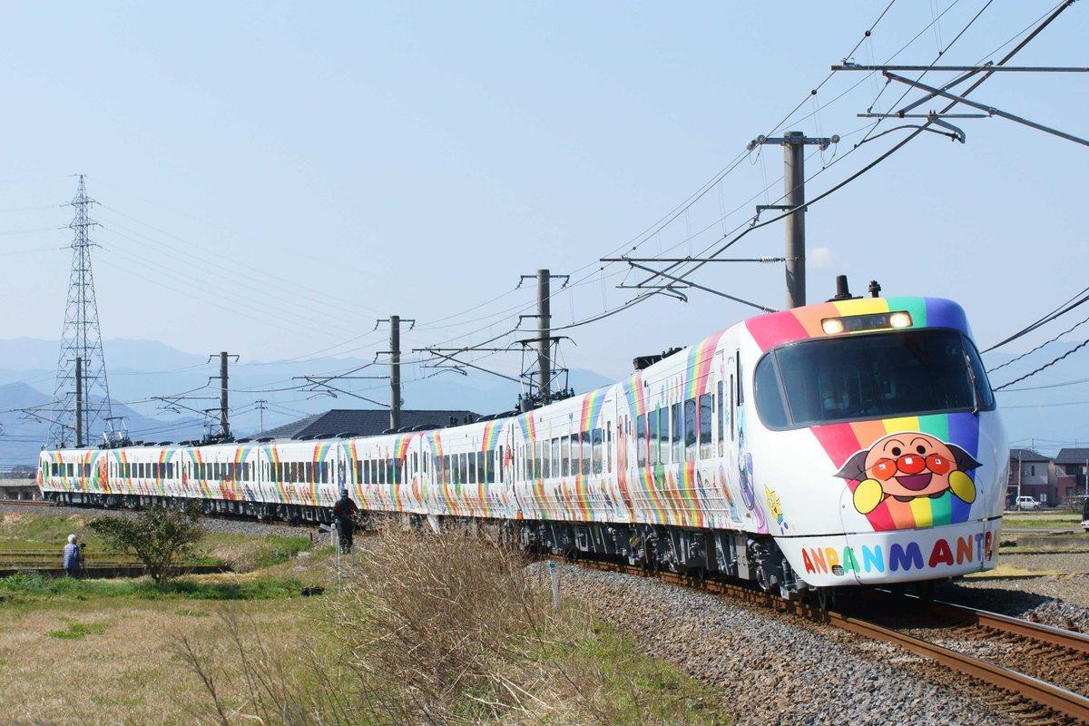 もう走ってるの\(^-^)/RT @tatakatsym: 新アンパンマン列車!! 2000系より派手だ! #アンパンマン列車 #8000系 https://t.co/0e89BxYl8G