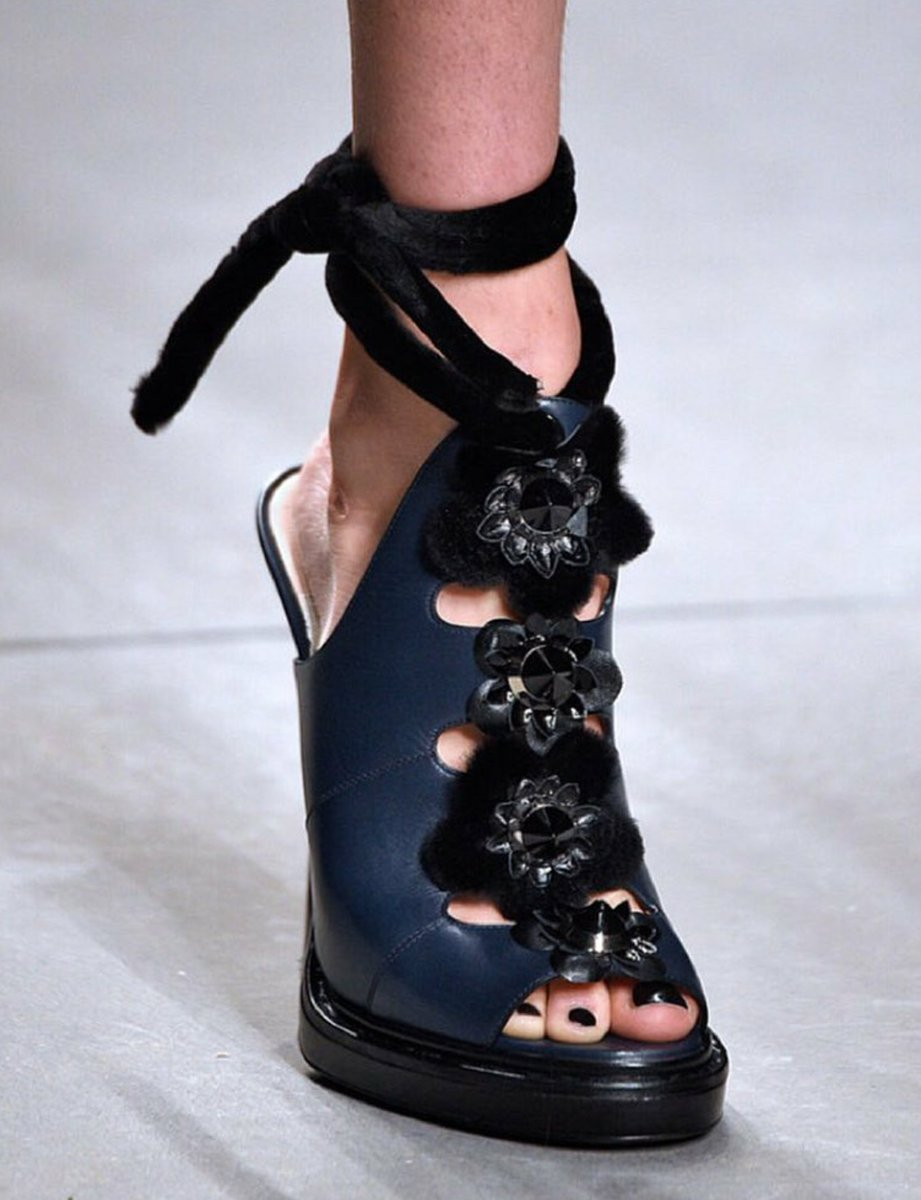 I'm in love with these #shoes from #Fendi. My pick for #funshoefriday. What's yours?  #fashion #italian @fendi<br>http://pic.twitter.com/MygJS3tnMX