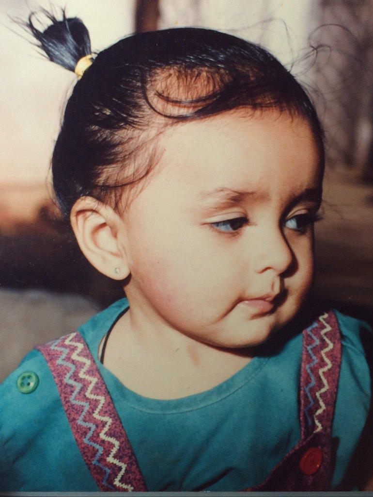 mrunal-thakur-childhood-picture