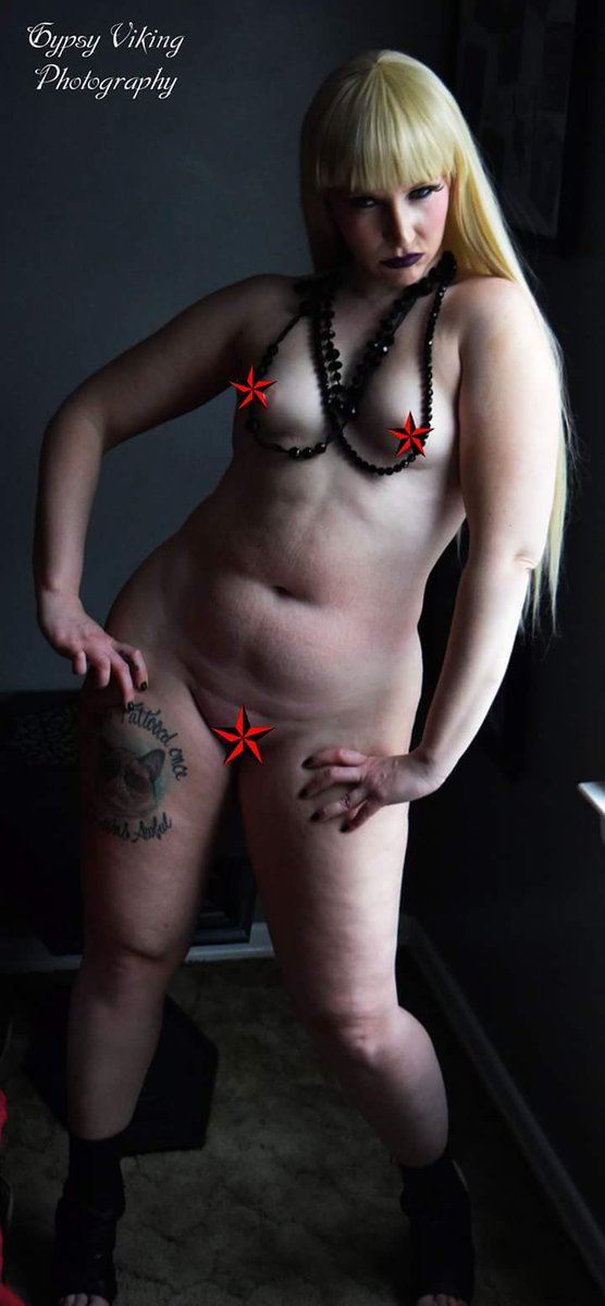 Nude vampire model — img 4