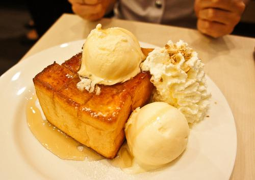 Honey Toast With Ice Cream. https://t.co/ufPNCSCUZT