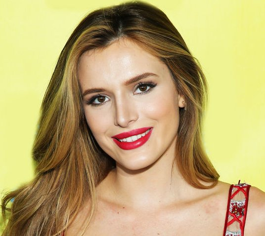 .@BellaThorne got the cutest tiny tattoo in the most unexpected place: https://t.co/SfkgZn1Tnx https://t.co/AkWEZIXSdW