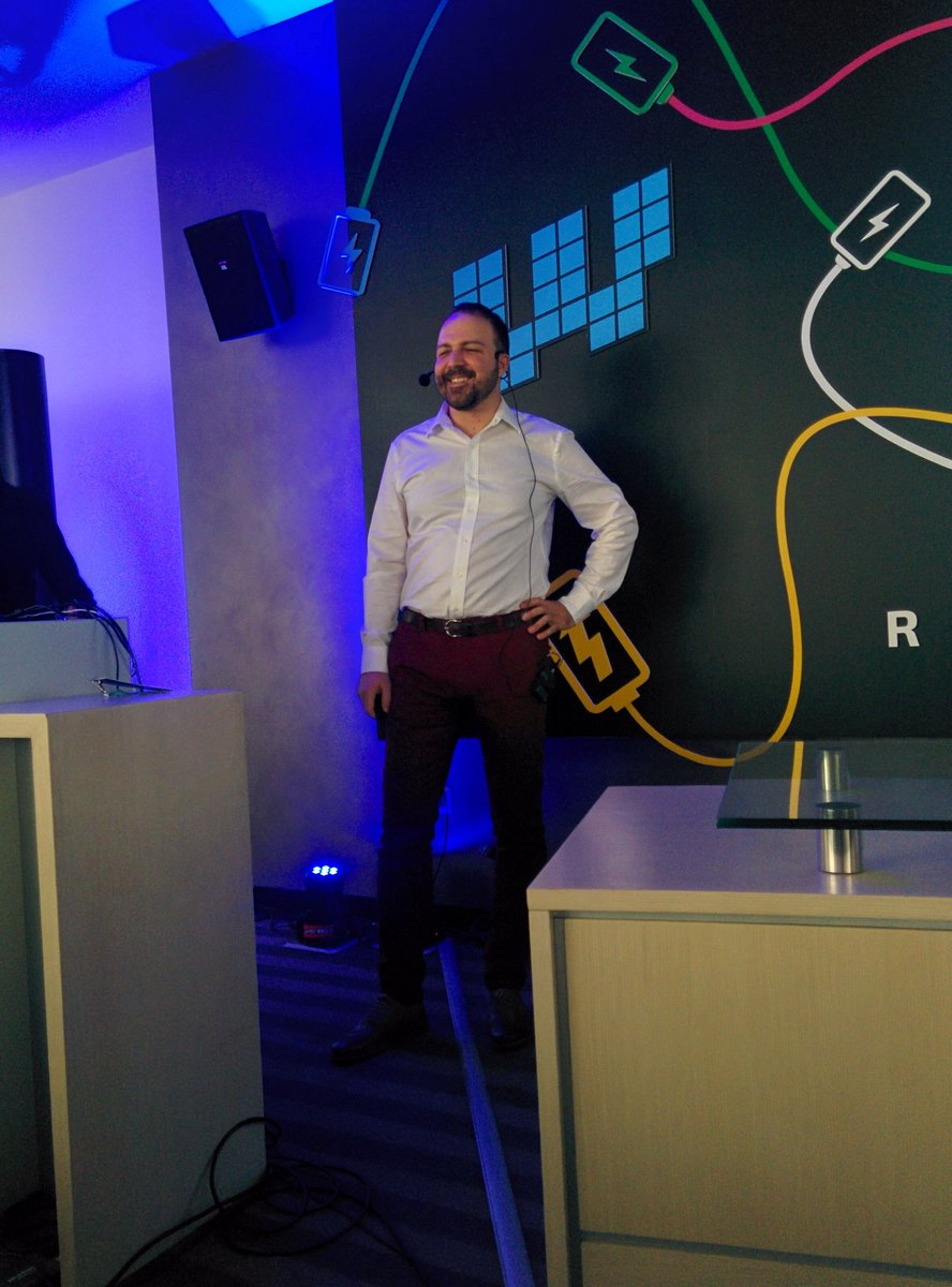 Počinje predavanje Istoka Pavlovića na temu 'Marketing growth hacking za startape' #webiz https://t.co/xxQSMJ9HjD