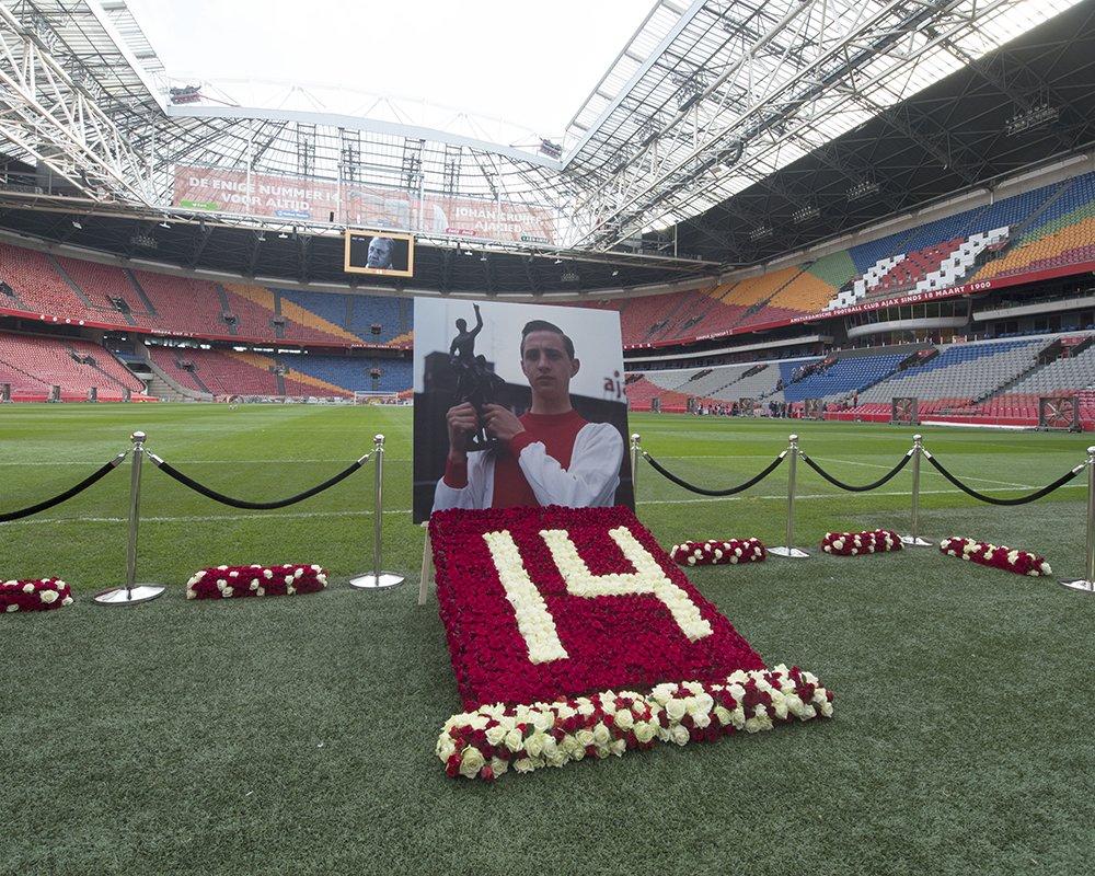 FOTO'S | Ajacieden nemen afscheid van Johan Cruijff: http://ajax.ms/gv  #vooraltijdnr14