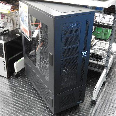 合体するThermaltakeの超大型PCケース「Core W100」が発売 https://t.co/8Ea0Q30j6F