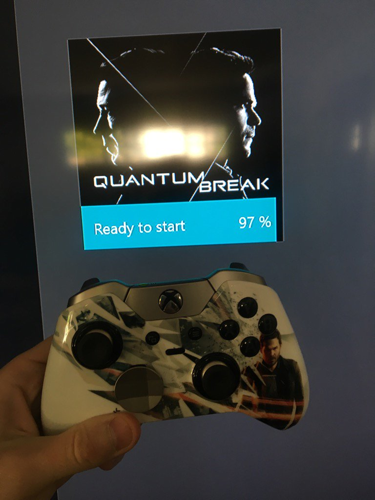 Is this real life??? I'm about to play @QuantumBreak for the second time! With this amazing Elite. Thanks @Xbox https://t.co/2cIlL1guP9