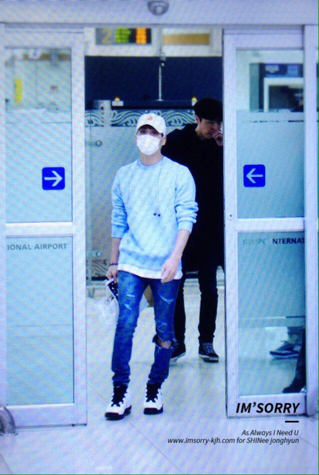160327 Jonghyun @ Aeropuertos Haneda - Gimpo {Regreso a Corea} Ceha86-W4AAQvw_