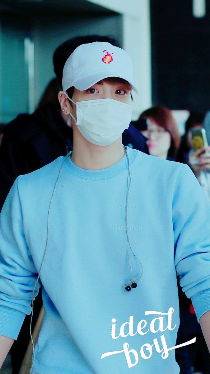 160327 Jonghyun @ Aeropuertos Haneda - Gimpo {Regreso a Corea} CehbgIlXEAAvN3F