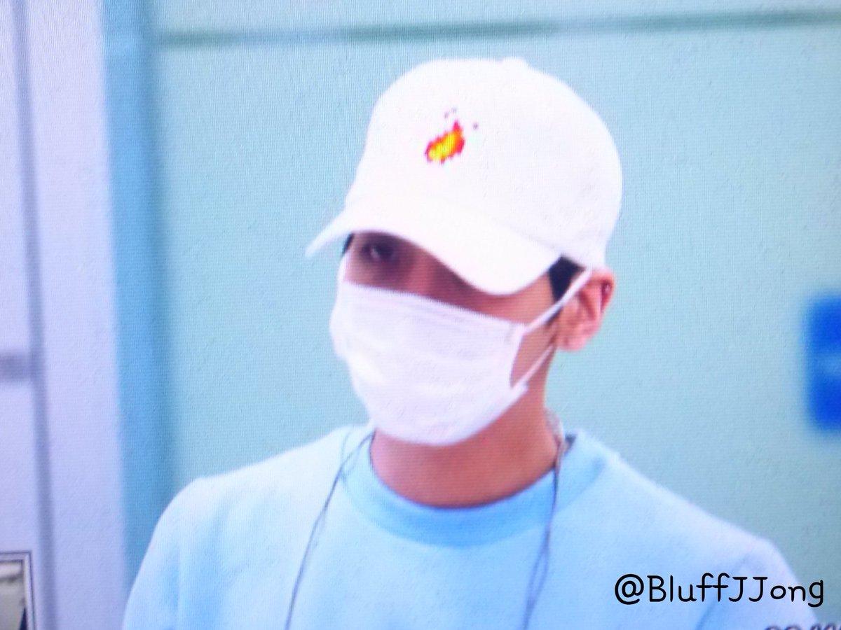 160327 Jonghyun @ Aeropuertos Haneda - Gimpo {Regreso a Corea} Cehbt9jW4AAS5Rw