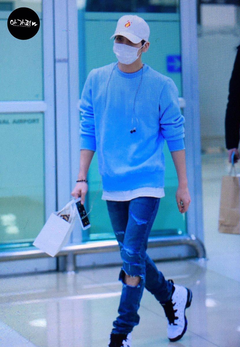 160327 Jonghyun @ Aeropuertos Haneda - Gimpo {Regreso a Corea} Cehc4ORWQAAkT6E