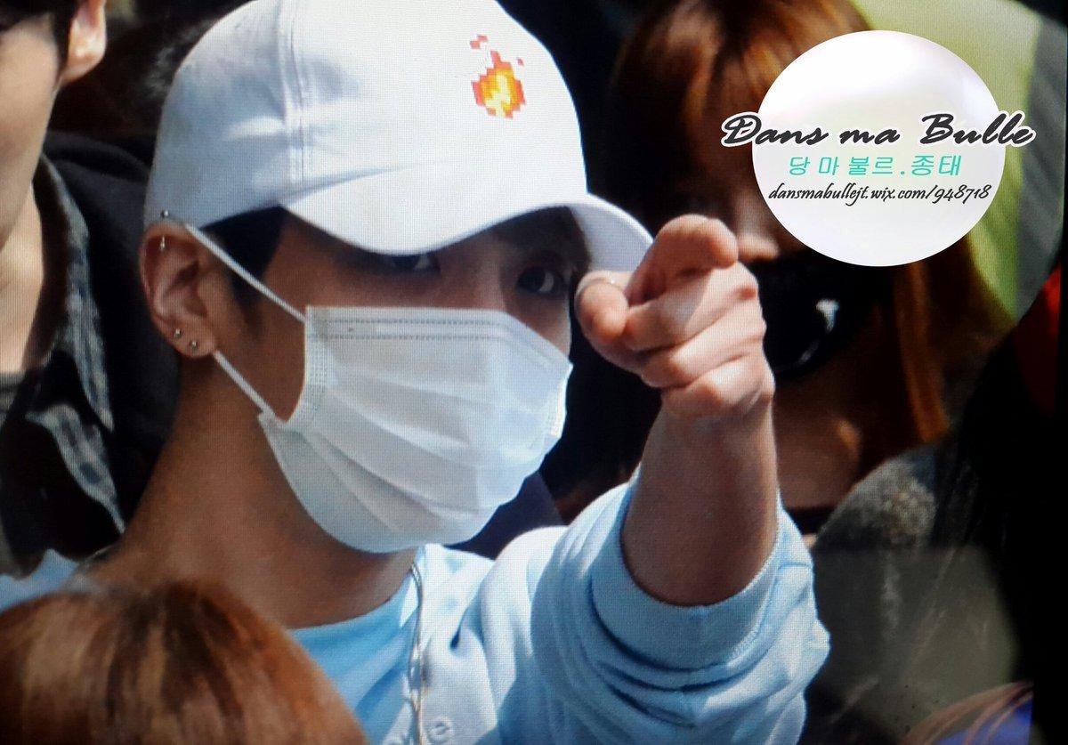 160327 Jonghyun @ Aeropuertos Haneda - Gimpo {Regreso a Corea} Cehd0xMXIAAOc0j