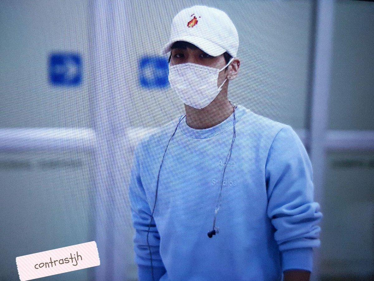 160327 Jonghyun @ Aeropuertos Haneda - Gimpo {Regreso a Corea} CehdF8zXIAAmev8