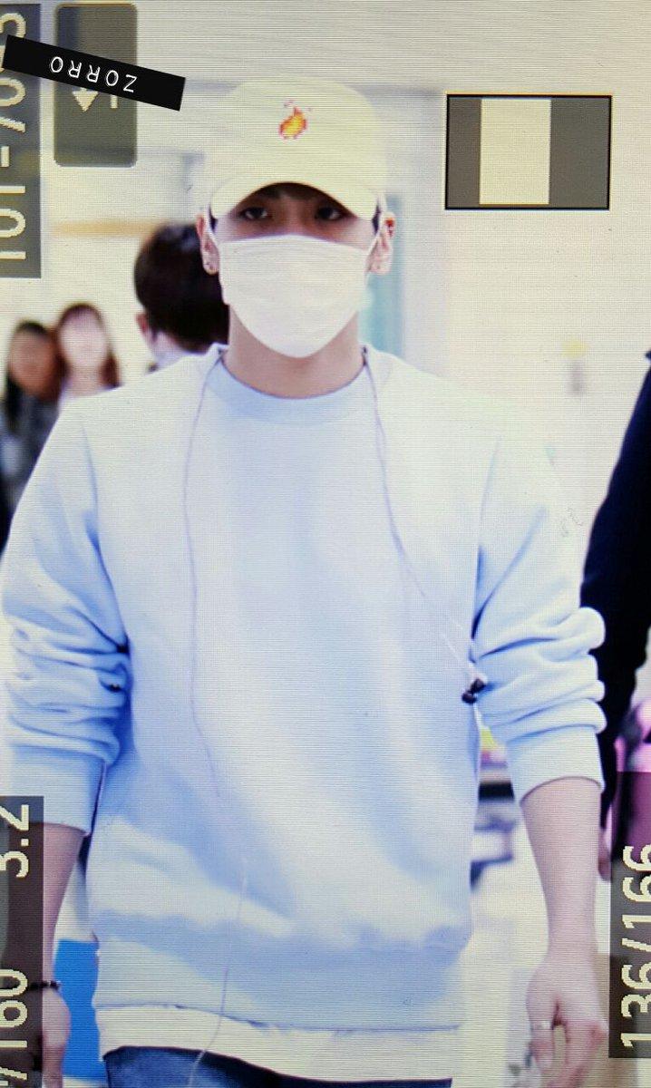 160327 Jonghyun @ Aeropuertos Haneda - Gimpo {Regreso a Corea} CehjjEBW4AAoMmL