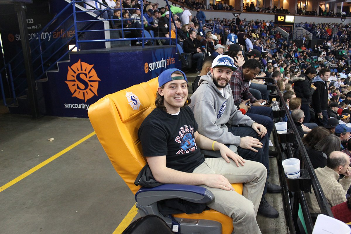 #Twolves vs #Suns Monday at Target Center! RT for a chance to watch the game from the @SunCountryAir #HometownHub!