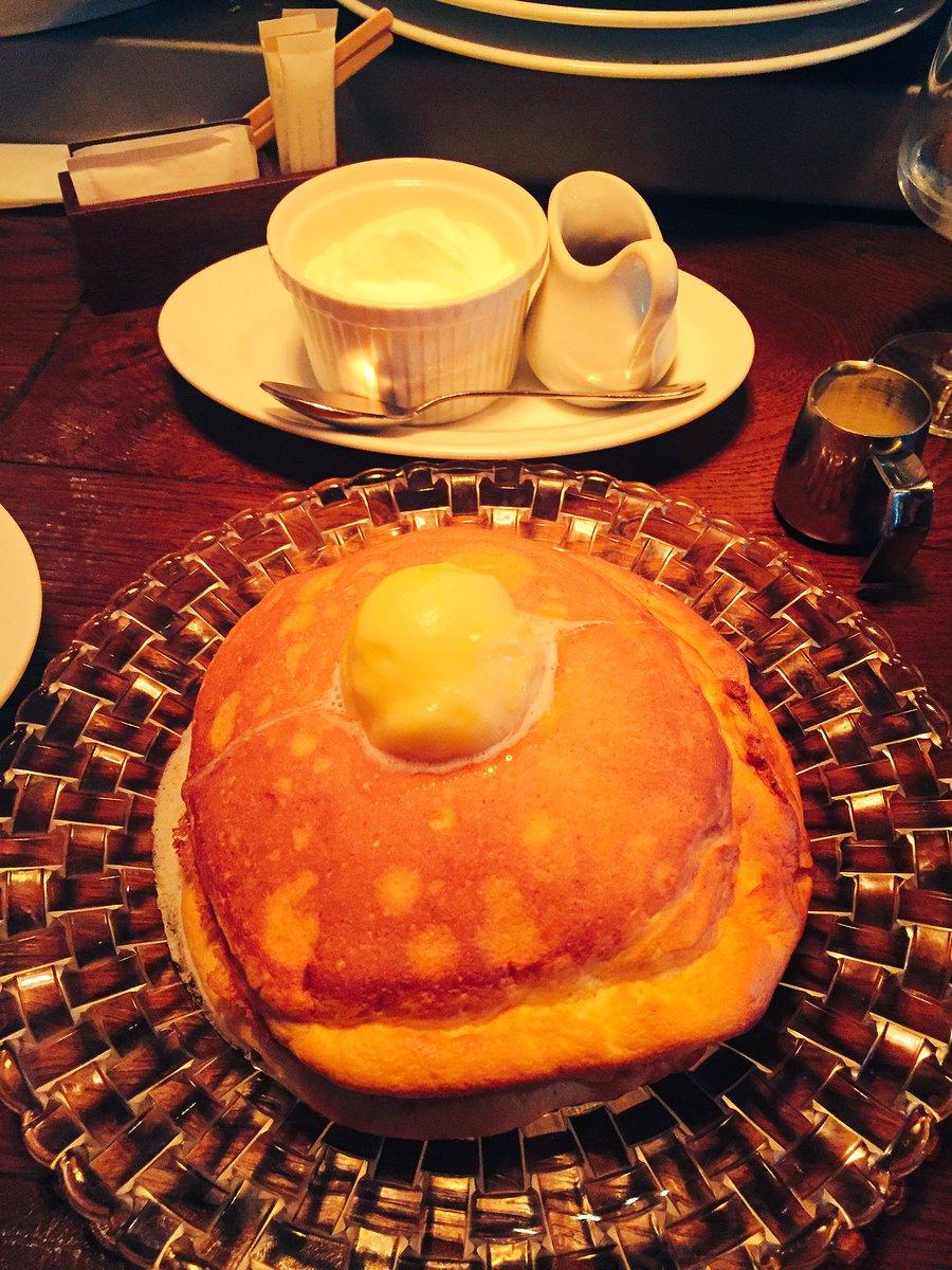 「最高級羽毛布団」「材料は卵と雲」などの名言を残したダントツ間違いなく今まで食べた中で一番おいしかったパンケーキ@有楽町、死ぬまでに最低あと100回食べたい pic.twitter.com/8QS2XjAjeC