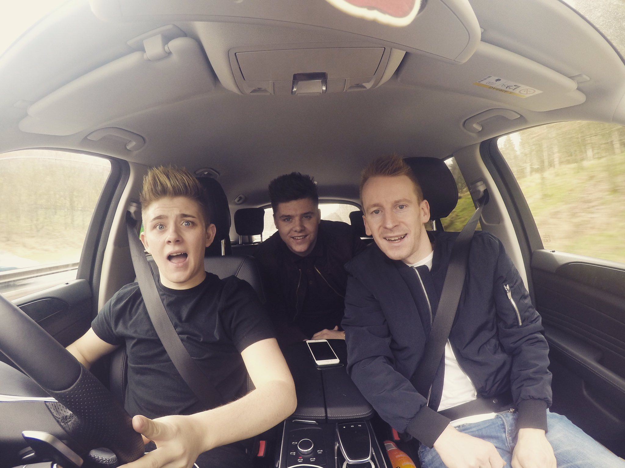 On our way to today's gig in Dundee @rossmenzies_ @martinand1008, see you all soon 😜 @tayfm https://t.co/GF9ndlYYOR