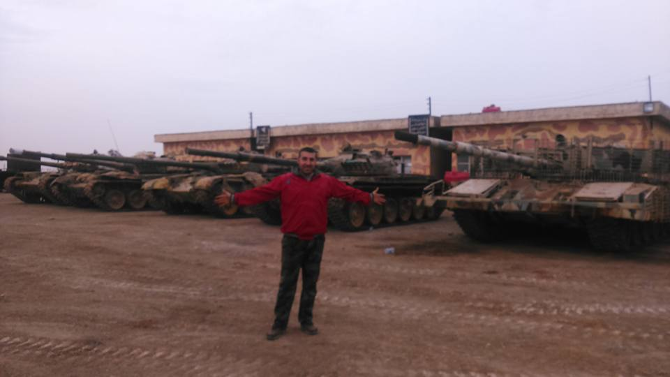 الوحش الفولاذي لدى قوات الجيش السوري .......الدبابه T-72  - صفحة 2 Cejdy8xWAAAACxO