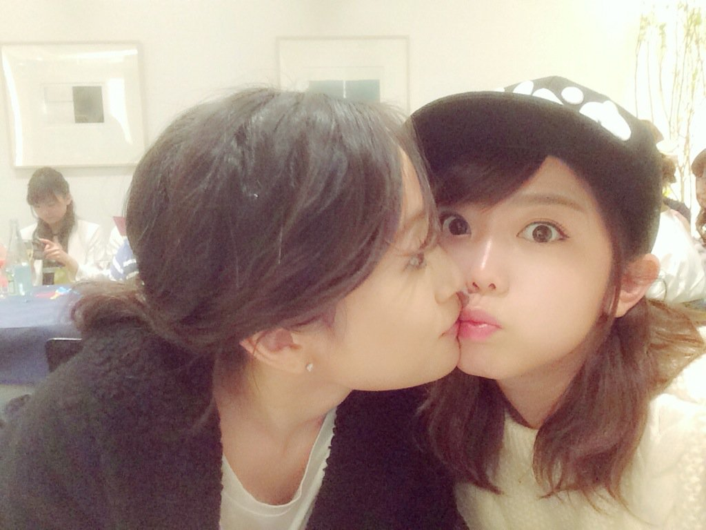 前田敦子と峯岸みなみが濃厚キス?!衝撃的な写真♥♥