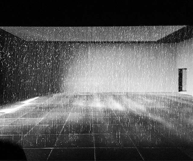 Rain room @LACMA. https://t.co/x5DtesHHea https://t.co/S2JYyoSQmA