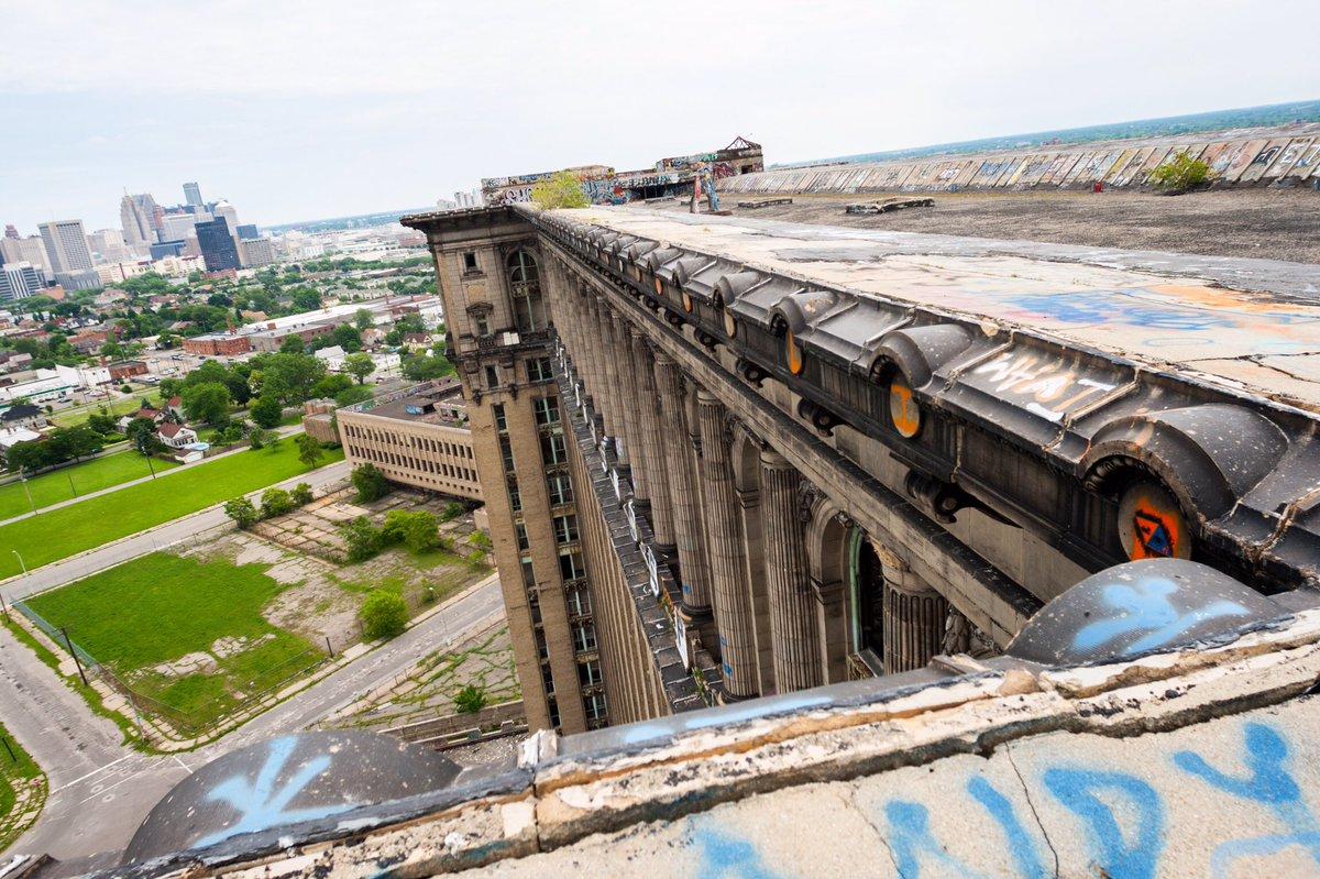 デトロイトで「バットマン vs スーパーマン」の廃墟です。#BatmanvSuperman https://t.co/s97B1whz4j