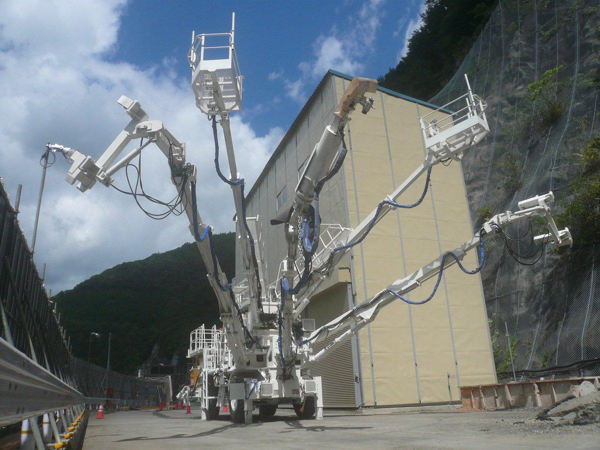 【I love 建機】トンネル工事の壁面吹き付け行程に活躍する「エレクター一体型吹付けシステム」のラスボス感が素敵♬プラモが欲しい!! pic.twitter.com/xSJhkelafs