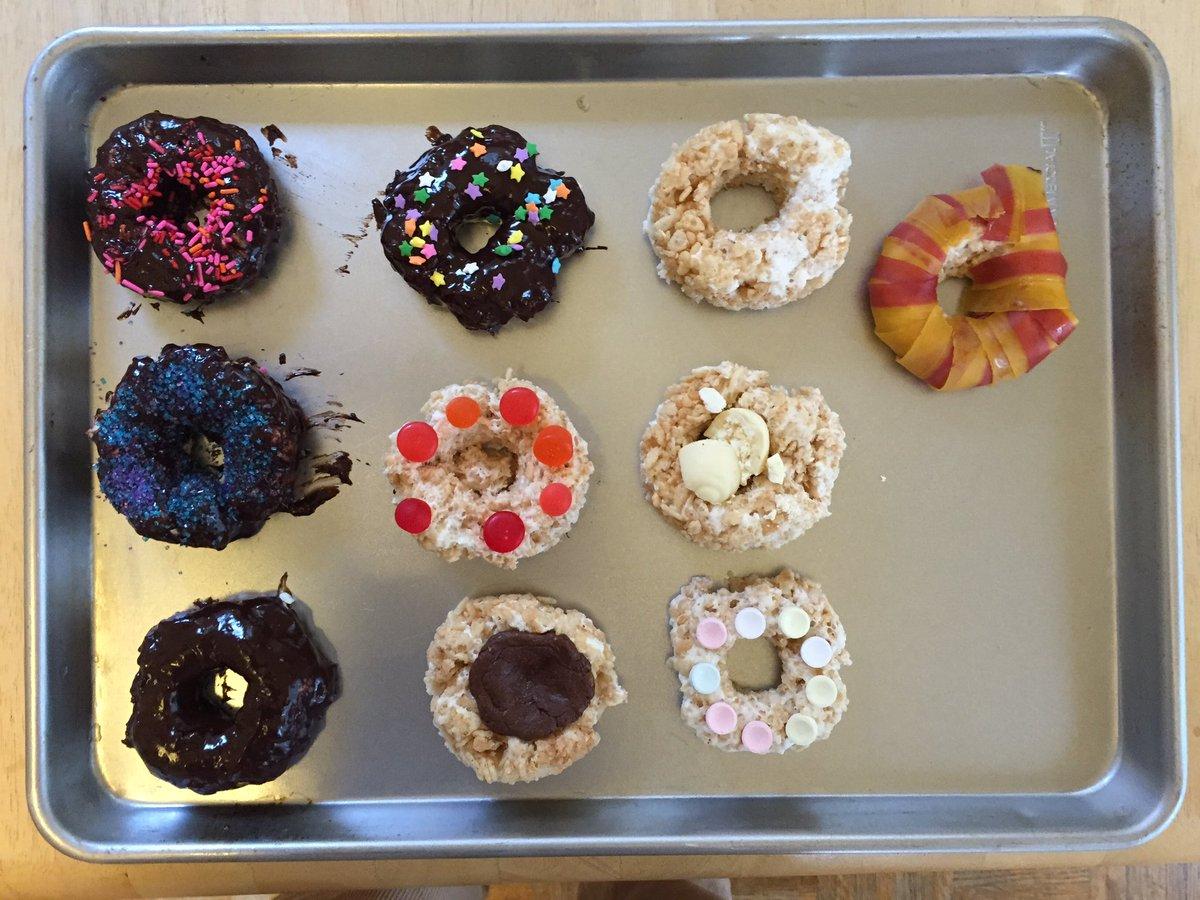 Rice Krispy treat fauxnuts from mini-chef @ideasinfood @curiositydonuts https://t.co/awW1FJHeU0
