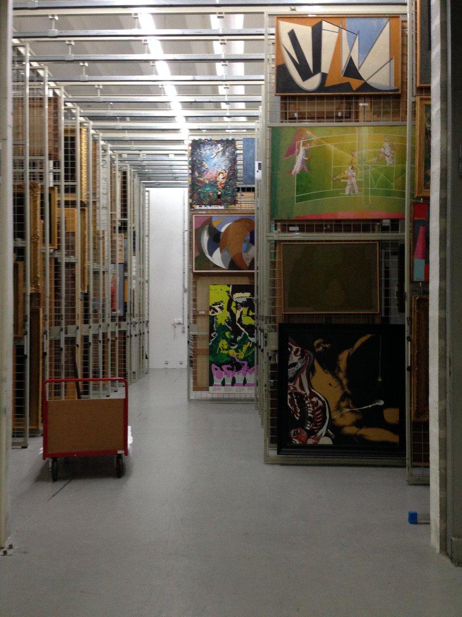 Dans les réserves sont conservées plus de 20.000 œuvres de la collection ! #secretsMW https://t.co/Z44GbrzLnV