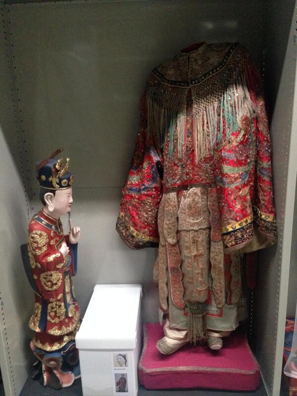 On trouve sur les étagères des réserves des trésors insoupçonnés comme la coll° d'art asiatique de Beylié #secretsMW https://t.co/ZhFbUWQQPs