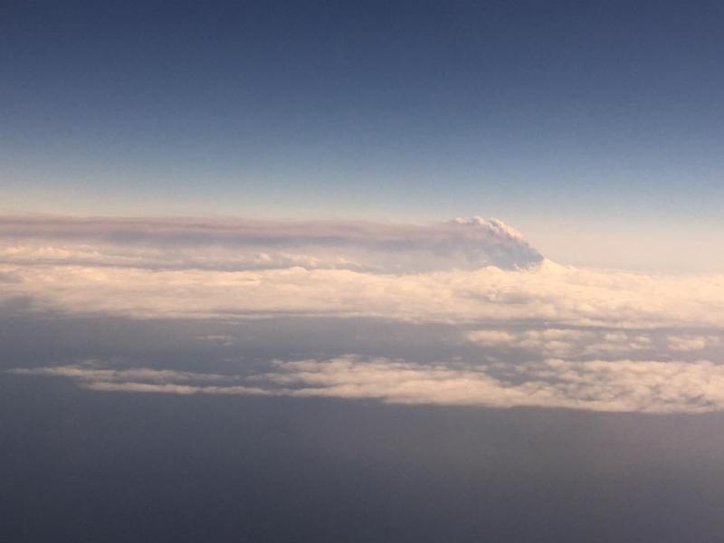 Video incredibili: Eruzione del Vulcano Pavlof in Alaska provoca allerta massima