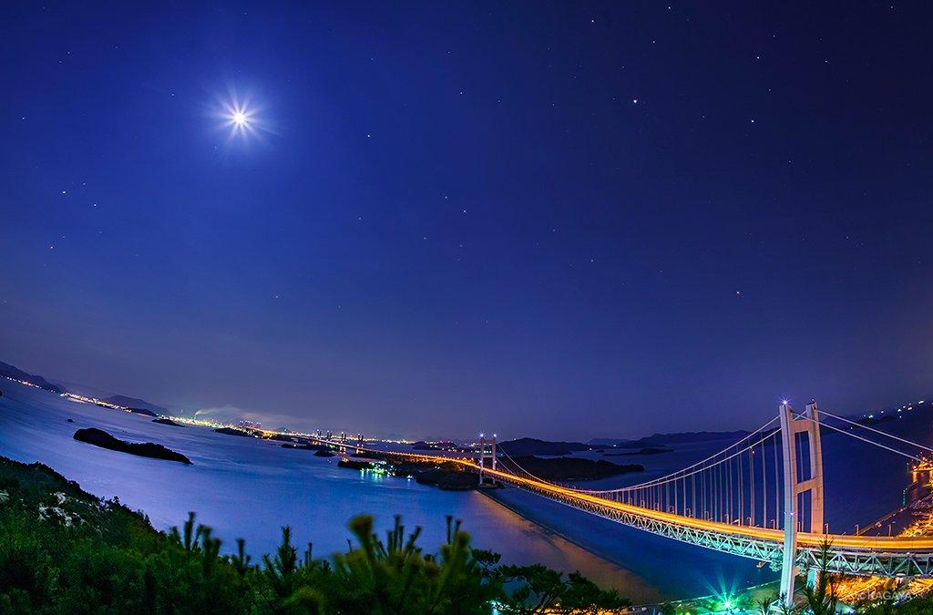 月夜の瀬戸内海。右上の明るい星は木星。橋は瀬戸大橋です。(一昨日、岡山県鷲羽山にて撮影。倉敷科学センターの方に連れて行っていただきました。) pic.twitter.com/xSXUWMcz08