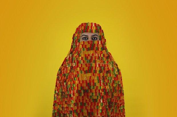 Artist Creates Self-Portraits Wearing Burqas Made of Candy https://t.co/AlVHuZX59i via @featureshoot https://t.co/KaKW53foB0