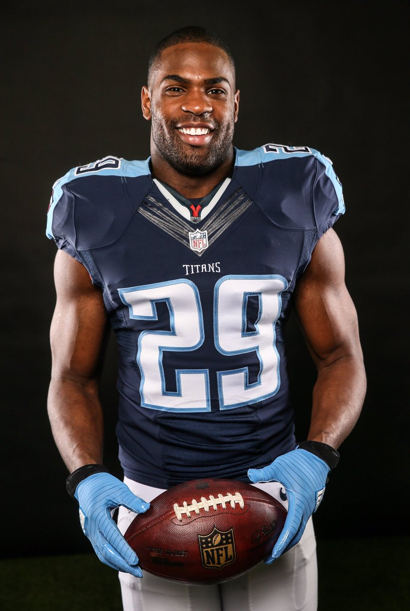 Tips: DeMarco Murray, 2017s afro hair style of the happy kind  American Football player