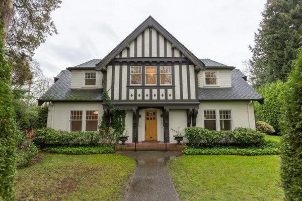 Can there not even be any regret by Vancouver city council that such heritage houses are being demolished? #vanpoli https://t.co/A1ThMAoM8j