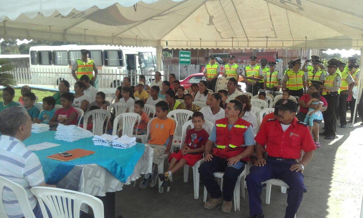 Inauguración  del Curso Vacacional #UnaSonrisaParaLosNiños en #Chone #ElBejuco @PoliciaEcuador @MinInteriorEc<br>http://pic.twitter.com/6YJ03DnOkD