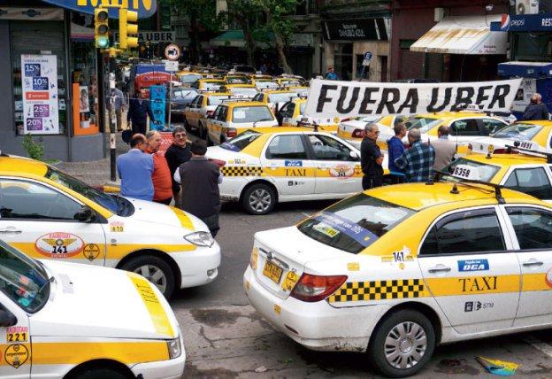Protesta contro Uber Taxi in Argentina durante la visita di Obama