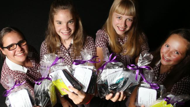A new phone and Myki card among help kits for victims of #domesticviolence @safestepsFV https://t.co/Lc8X3mXvOl https://t.co/9LdGLphvNP