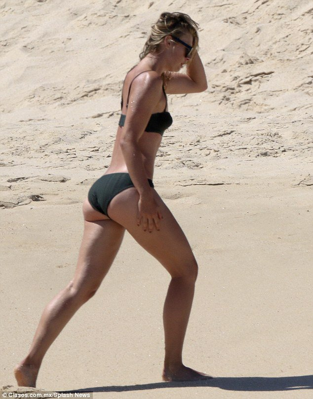 Bikini-Clad Maria Sharapova Mexico : Bikini clad Maria ...