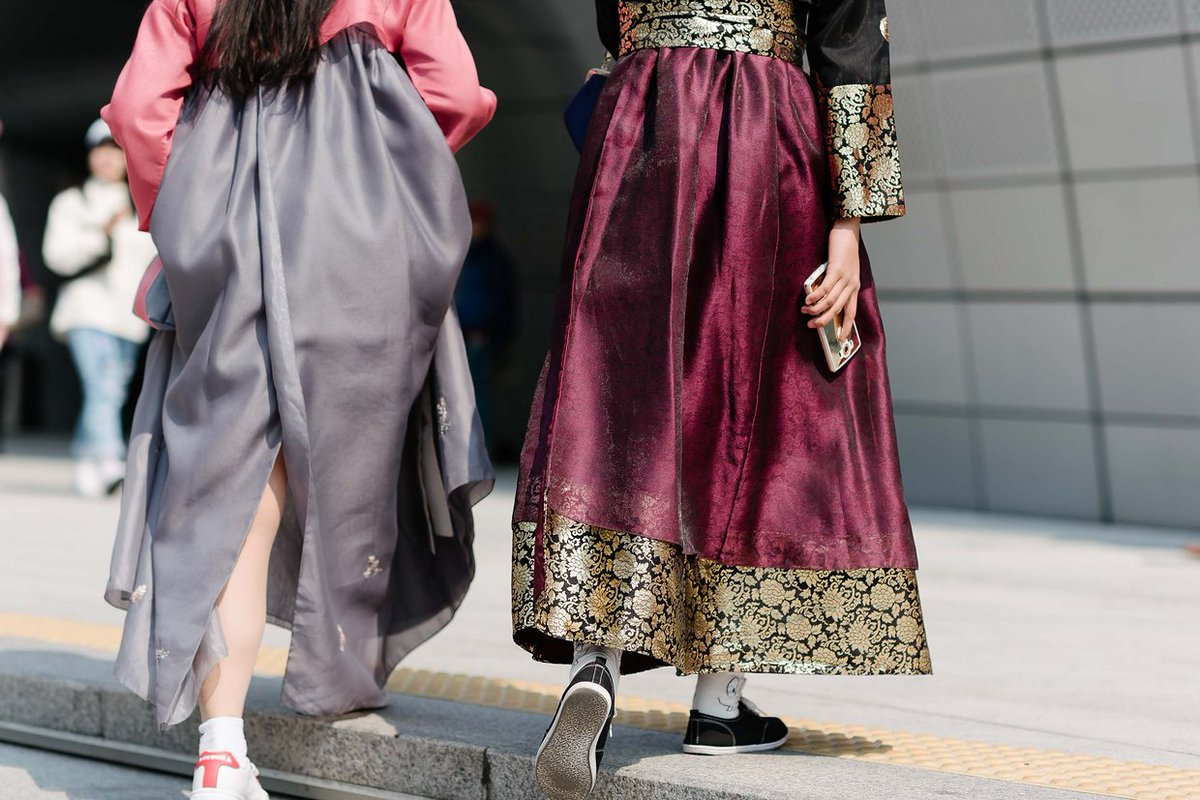 See the best #streetstyle from #Seoul #FashionWeek : https://t.co/JMEZE3dTtz #ootd https://t.co/oiII7B4Uih