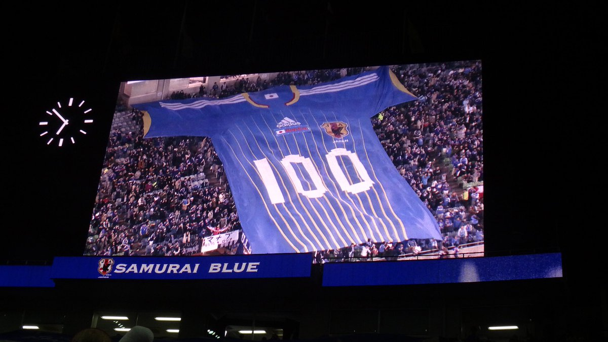 岡崎選手100試合を記念して、ゴール裏は岡崎チャント熱唱。  #テレビに映らないスタジアムの風景 https://t.co/RxBNJkjk1I