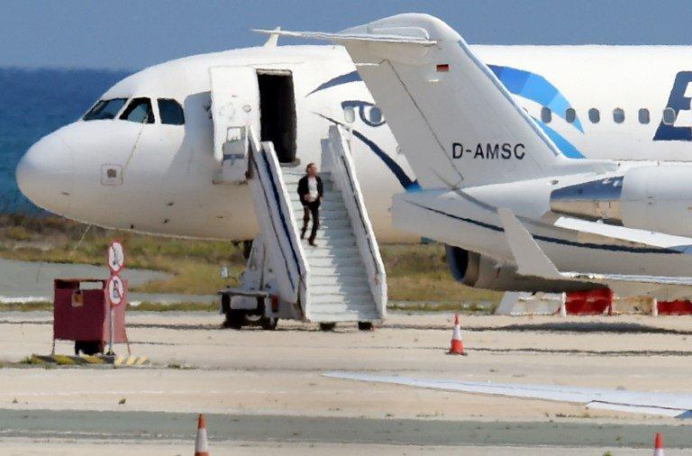 Amore è... sequestrare un aereo e dirottarlo a Cipro