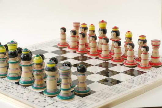こけしとチェスが融合した『こけス』思いのほかCOOLだな! https://t.co/ICb3RbXEGI