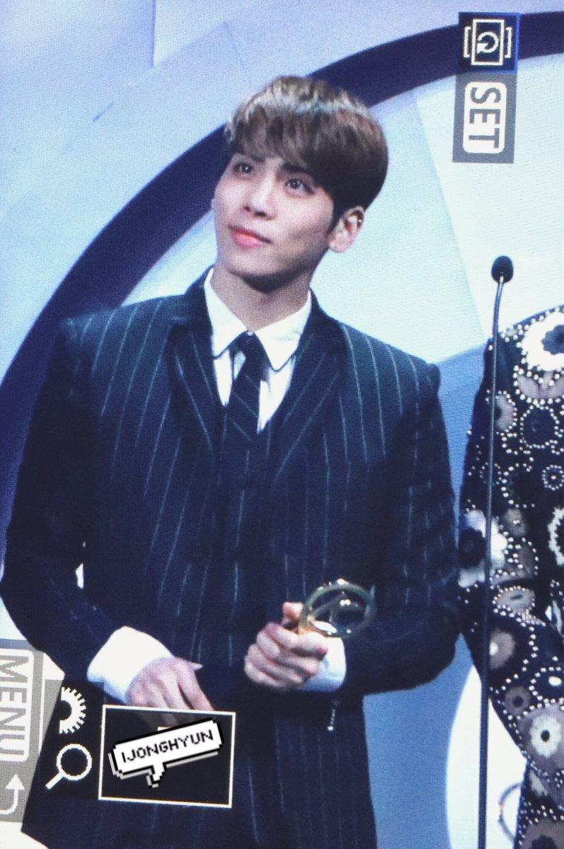 160329 Jonghyun @ '2016 KU Asia Music Awards' Ceujyy7W8AALlJr