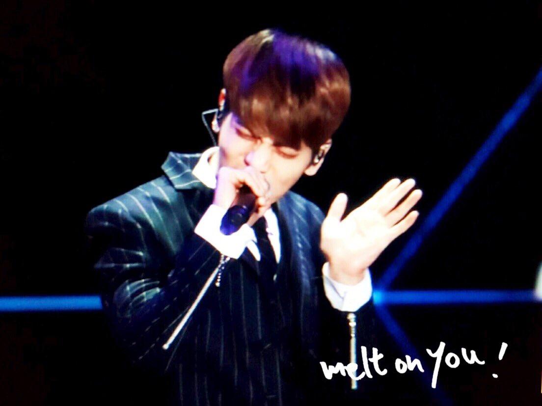 160329 Jonghyun @ '2016 KU Asia Music Awards' CeuxIELWIAAdB12