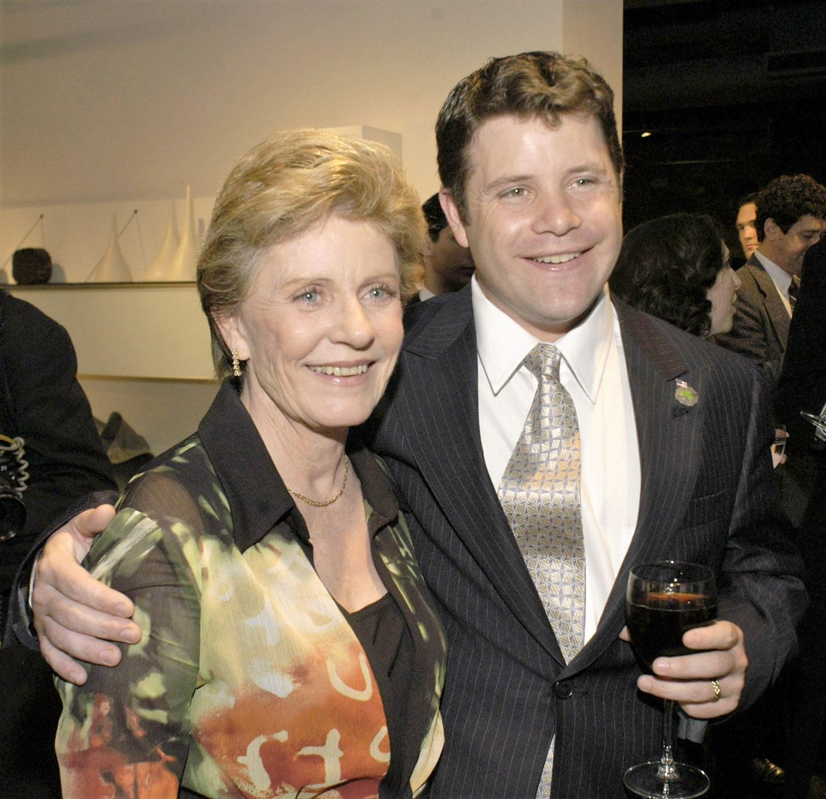 RIP, #PattyDuke, #Oscar winning actress(#TheMiracleWorker) & the mom of #SeanAstin, #SamGamgee in #lotr. She was 69. https://t.co/EWmThMmiay