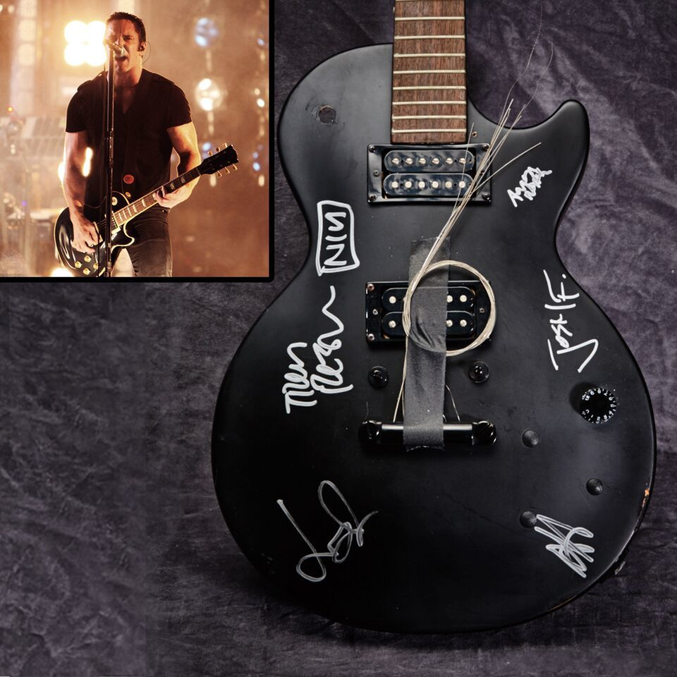 #NIN donated this guitar to help artists w/ SR. Winner can pickup from @trent_reznor Bid now:https://t.co/SccAIyOwFt https://t.co/xU8In8x6jL