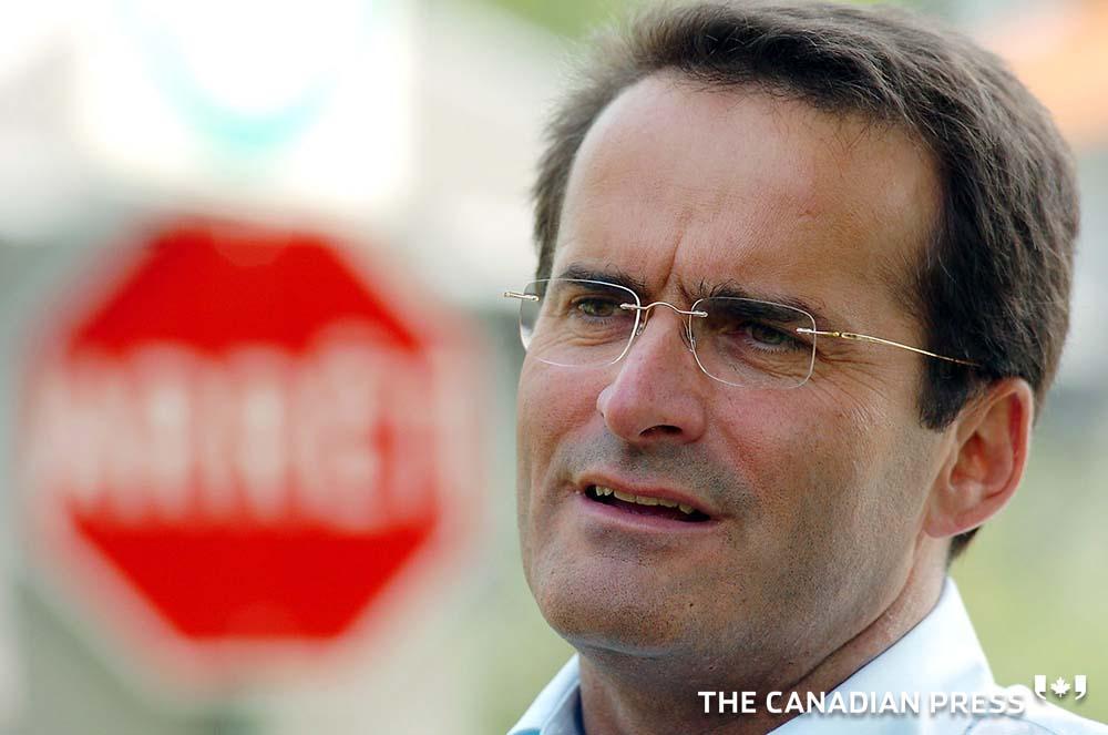 BREAKING: Ex federal cabinet minister Jean Lapierre among those dead in Quebec plane crash  #cdnpoli